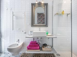 A bathroom at Guest House 73