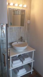 Um banheiro em PuraVida Divehouse