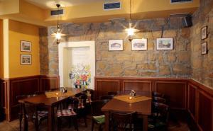 Ein Restaurant oder anderes Speiselokal in der Unterkunft Pension Wallis