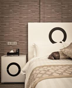 A bed or beds in a room at Bei Boutique Hotel