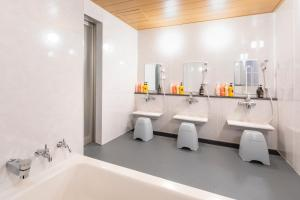 A bathroom at Hotel Sunplaza