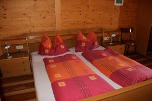 A bed or beds in a room at Verleierhof