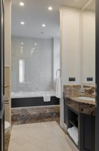 Ein Badezimmer in der Unterkunft Riviera House
