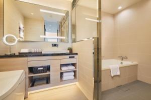 A bathroom at Fraser Suites Akasaka, Tokyo