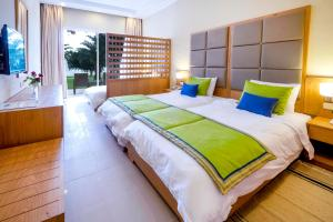 A bed or beds in a room at Hotel Bel Azur Thalasso & Bungalows