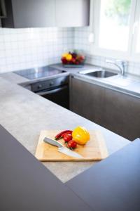 Kuchyň nebo kuchyňský kout v ubytování Royal Green Villa