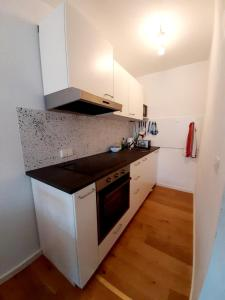 A kitchen or kitchenette at Apartment Anja