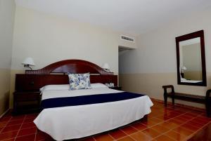 Cama o camas de una habitación en VIK hotel Arena Blanca