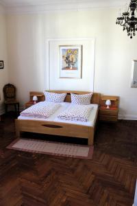 Ein Bett oder Betten in einem Zimmer der Unterkunft The Avalon Hotel