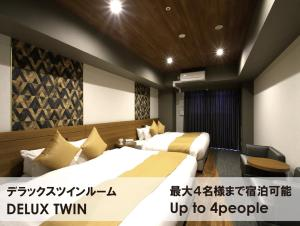 A bed or beds in a room at TAKUTO STAY SHINSAIBASHI