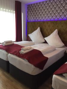 Ein Bett oder Betten in einem Zimmer der Unterkunft Hotel Haus Bergfrieden