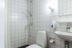 A bathroom at City Hotel Nebo