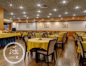 Un restaurante o sitio para comer en VIP Inn Berna Hotel