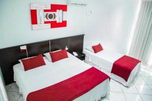Een bed of bedden in een kamer bij Brasilia Park Hotel