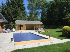 The swimming pool at or close to Villa Sparadis