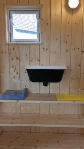 Ein Badezimmer in der Unterkunft Heinrich's Pension & Cafe-Wirtschaft
