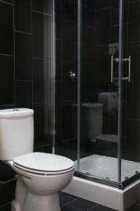A bathroom at Nice Way Porto Hostel
