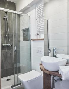 A bathroom at Willa Piano