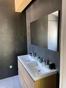 A bathroom at Le Mas de la Dame