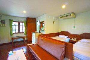 Кровать или кровати в номере Pattaya Park Beach Resort