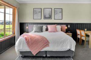 A bed or beds in a room at All Seasons Mansfield