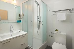 A bathroom at Hotel Fortuna