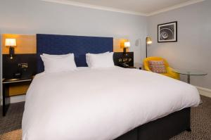 A bed or beds in a room at DoubleTree by Hilton Manchester Airport