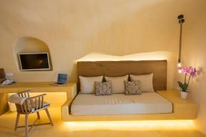 A seating area at Chic Hotel Santorini