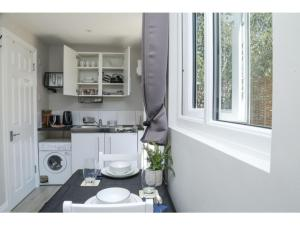 A kitchen or kitchenette at StayZo - Crofton Park - Central London refurbished Studio
