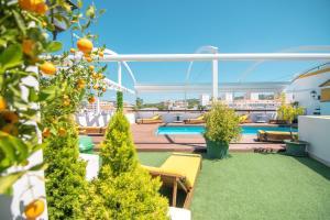 The swimming pool at or near Loule Jardim Hotel
