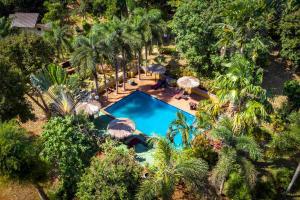 Ein Blick auf den Pool von der Unterkunft Good Time Sports Resort Koh Mak oder aus der Nähe