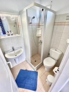 A bathroom at Anna Studio