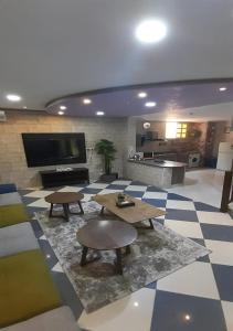 O saguão ou recepção de Al Dana Plaza Villas