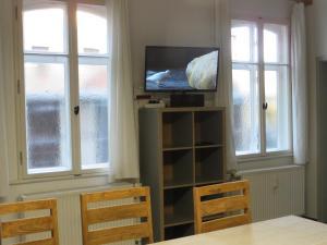A television and/or entertainment center at Herberge28 Ferienwohnung für bis zu 7 Personen