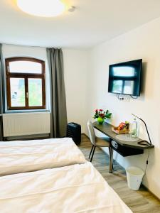 A television and/or entertainment center at Vinotel Weinstrasse