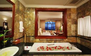 Salle de bains dans l'établissement Saigon Morin Hotel