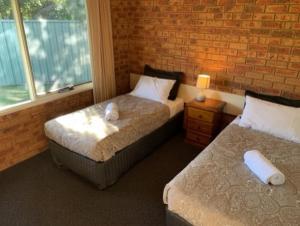 A bed or beds in a room at Broadford Sugarloaf Motel