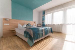 Ein Bett oder Betten in einem Zimmer der Unterkunft Landgasthof Büttel