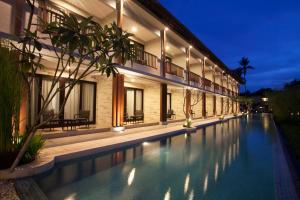 The swimming pool at or close to Grand Whiz Hotel Nusa Dua Bali