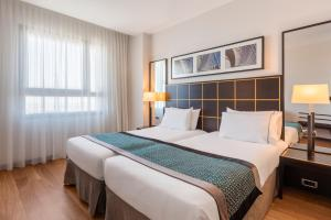 A bed or beds in a room at Eurostars Gran Valencia