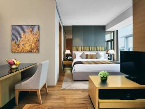 A television and/or entertainment center at InterContinental Residences Chengdu City Center, an IHG Hotel