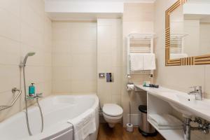 Łazienka w obiekcie Hotel Aurora Family & SPA