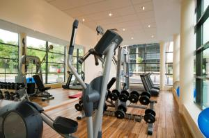 The fitness center and/or fitness facilities at Courtyard by Marriott Paris Saint Denis