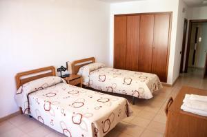Llit o llits en una habitació de Hostal Fontdemora