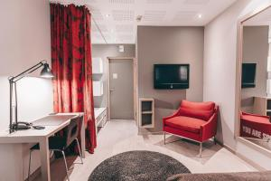 A television and/or entertainment centre at Centro Hotel Turku