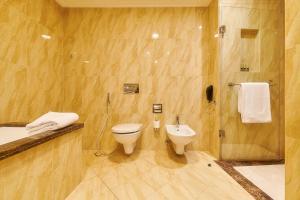 Ванна кімната в Bahi Ajman Palace Hotel