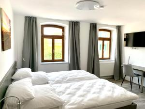 A bed or beds in a room at Vinotel Weinstrasse