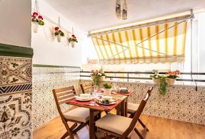 A restaurant or other place to eat at SolMaestranza