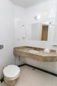 A bathroom at Hotel Express Aeroporto