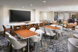 A restaurant or other place to eat at Courtyard by Marriott Orlando Downtown